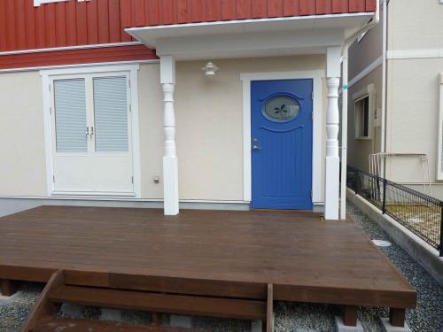 deck entrance T sama