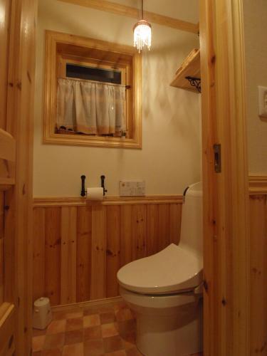woody Nsamas restroom