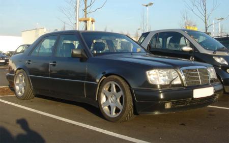Mercedes_W124_E-Class.jpg