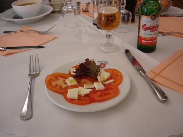 カフェ モッツァレラ&サラミ