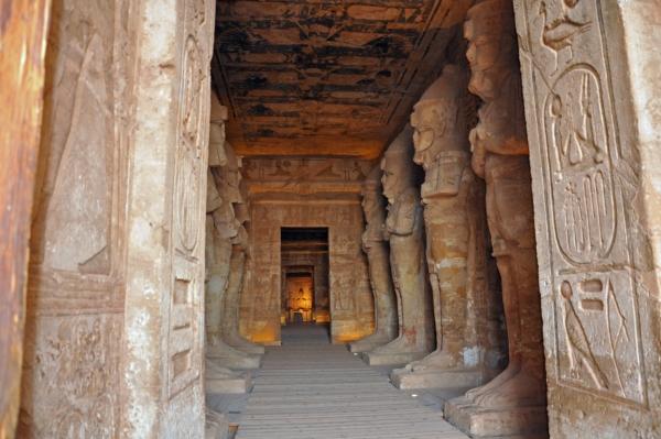 エジプト29-アブシンベル大神殿の中