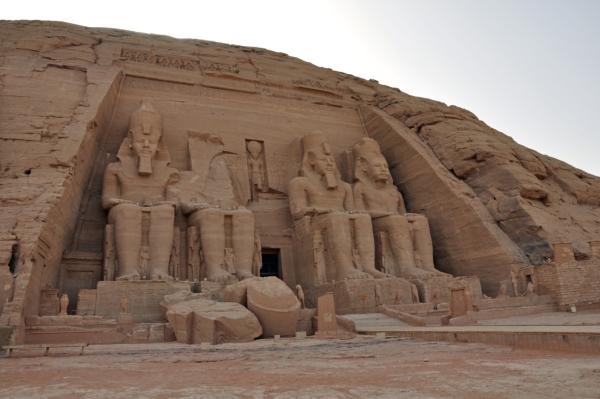 エジプト26-アブシンベル大神殿正面
