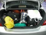 TIIDAのトランクにいっぱいの荷物