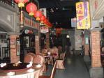 台湾の古い町並みを再現した幸福宴内部