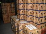 4箱でひとまとめにした支援物資のカップラーメン