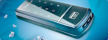 最新式の玄関電子キーは従来のタッチパネル対応、ICチップ入のカード対応、おさいふケータイ対応と万能な電子キーですね。最先端の玄関キーです