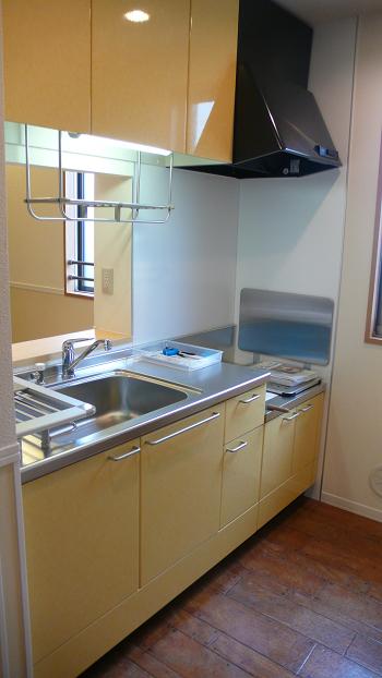 ガスコンロは持込みとなりますが広くて使いやすそうな対面キッチンです