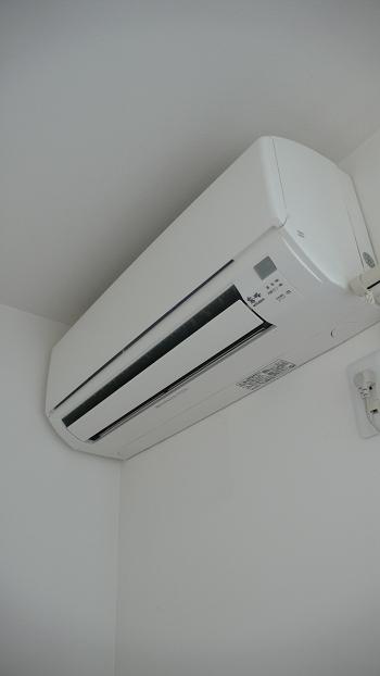 寝室部分にはエアコン完備!!これからの季節は助かります!!
