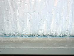 ペアガラスの結露が凍ってます