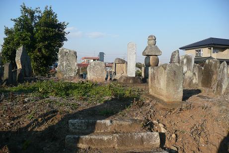 共同墓地奥の五輪塔