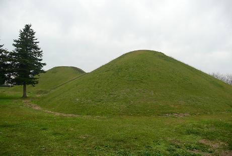 巨大な富士見塚古墳