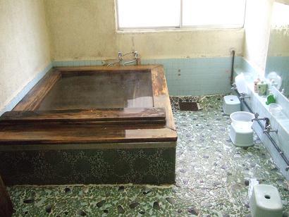 小さな桧風呂