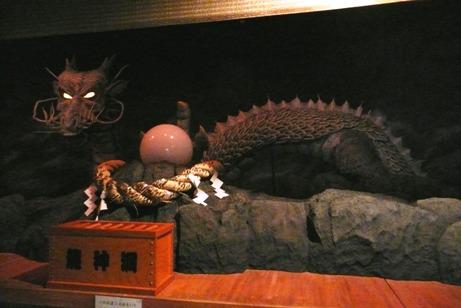 願いを叶えると言う、龍神洞の龍