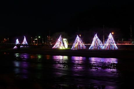 久慈川畔の松沼橋付近のイルミネーション