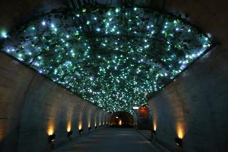 トンネル内のイルミネーション