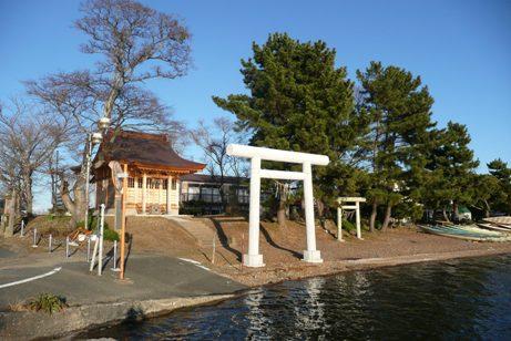 公園入口の神社