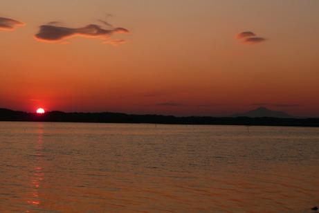 右手の筑波山が映える夕景