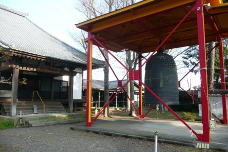 鐘突き堂と開基堂