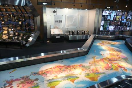 地質図・生物の進化などが展示された第1展示室