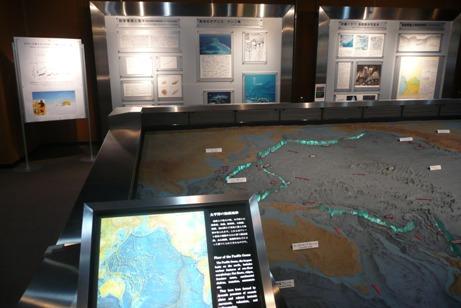 生活と鉱物資源が展示された第2展示室