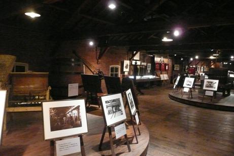 2階のワイン醸造の機器の展示