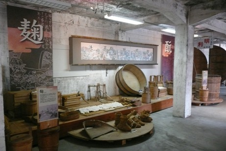 昔の酒造りの様子や道具の展示