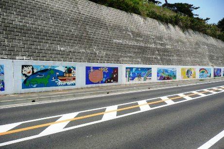 市内の全中学校の壁画