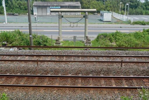境内を横切る常磐線