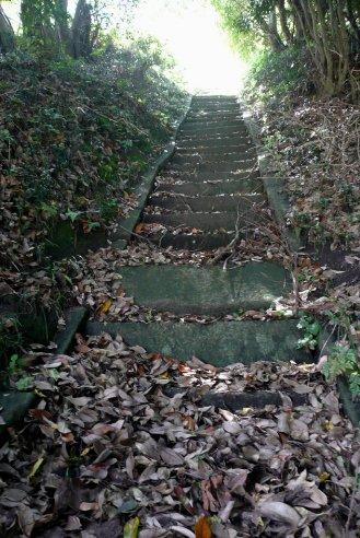 立ち入り禁止の石段