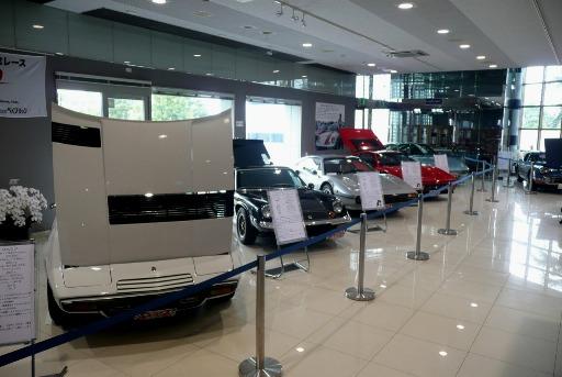懐かしいスーパーカーの展示