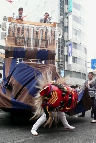 獅子舞の山車