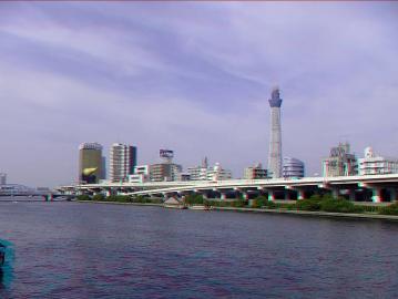 隅田川を挟んで