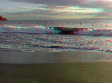 打ち寄せる波に気をつけて