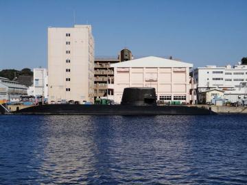 潜水艦は黒い