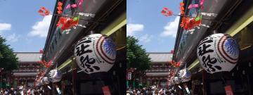 浅草寺方向を見る