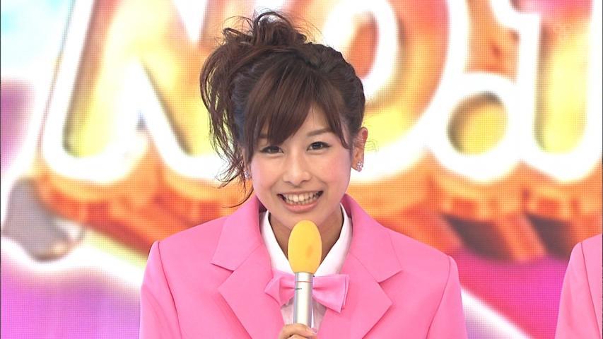 ピンクの衣装を着た加藤綾子