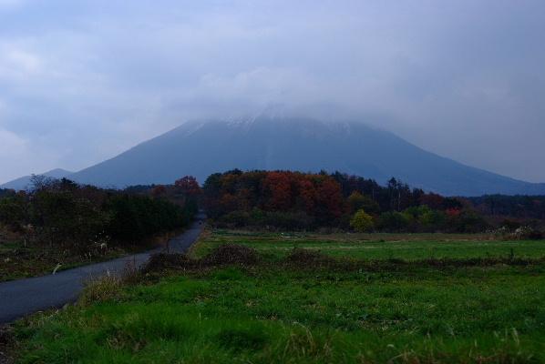 雲をかぶるいつもの大山(/_;)