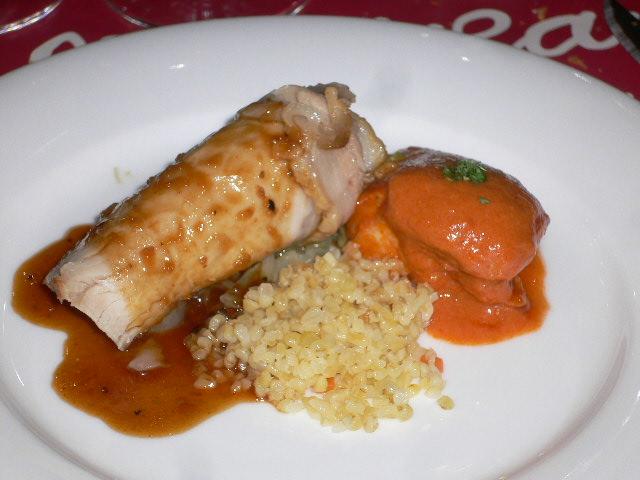 フランス産ポークのロースト、パイナップル添え、+長野県産地鶏ももの煮込み、ガーリック風味