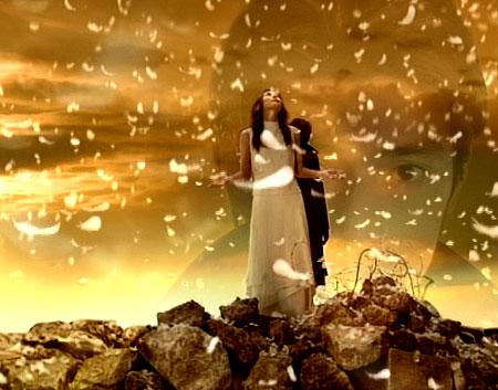 「ニセコイ」こと「二千年の恋」オープニングシーン