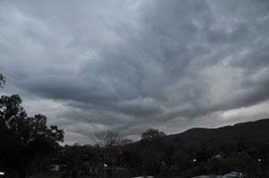 分厚い雨雲