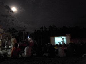 満月の下の映画祭