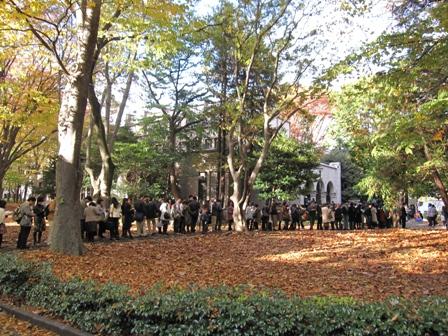 2010.11.23講堂前の行列