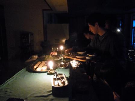 闇に包まれた食堂…ワルプルギスの夜
