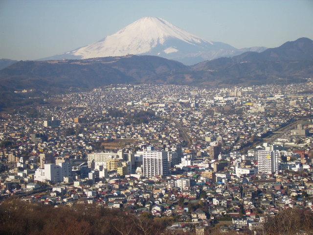 秦野市街と白富士33