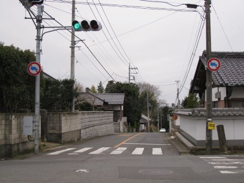 下稲吉旧道の十字路