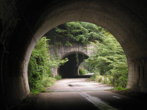 逆川第一トンネルと第二トンネル