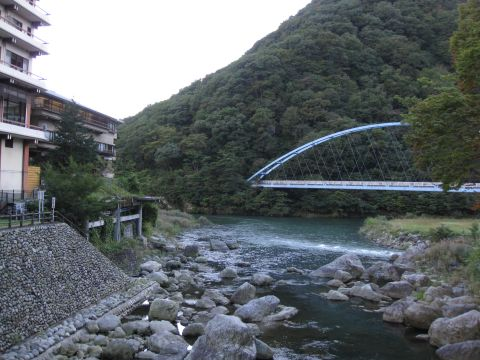 薬師橋より男鹿川を望む