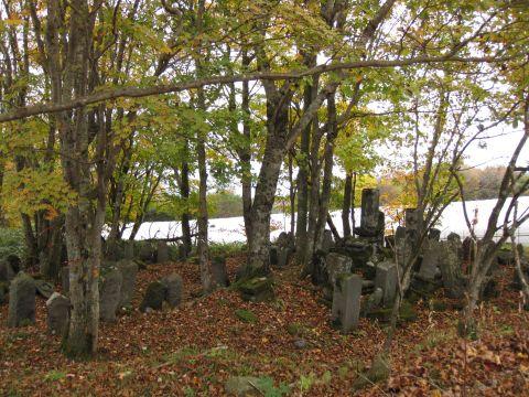 高原新田宿の墓石群