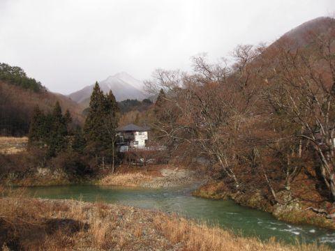 男鹿川と芝草山