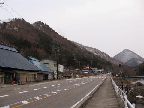 羽塩集落と貝鳴山